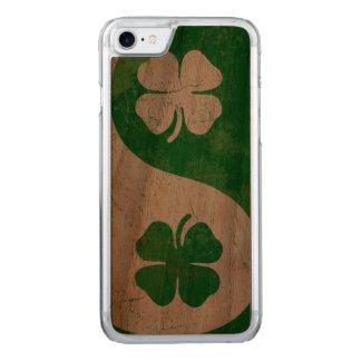 Irisches Kleeblatt Yin Yang Carved iPhone 8/7 Hülle