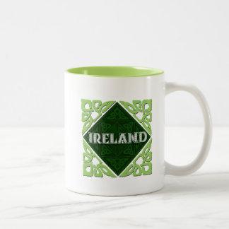 Irland - keltische Knoten Zweifarbige Tasse