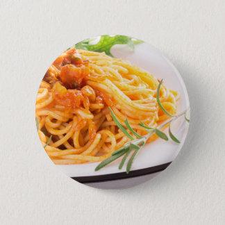 Italienische Spaghettis mit Gemüsesoßenahaufnahme Runder Button 5,7 Cm