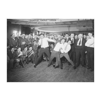 Jack Dempsey Spott, der gegen Harry Houdini kämpft Galerie Faltleinwand