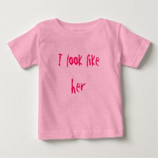 Je ressemble à elle t shirts
