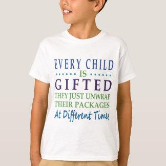 Jedes autistische Kind ist begabt T-Shirt