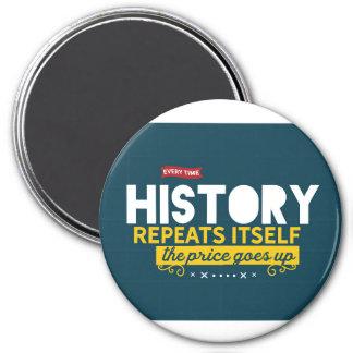 Jedes Mal wenn Geschichte sich wiederholt Runder Magnet 7,6 Cm