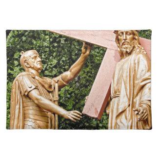 Jesus trägt Kreuz Stofftischset
