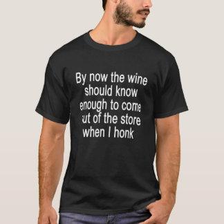 Jetzt sollte der Wein genug wissen, um T-Shirt