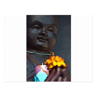 Jizo Buddha mit dem Ringelblumen-Angebot Postkarte