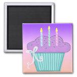 Jolie conception de petit gâteau d'anniversaire aimant pour réfrigérateur