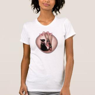 Junge elegante Frau und schwarze Katze T-Shirt