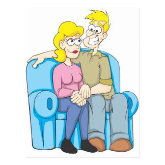 Jungen-Mädchen sitzen auf Couch Postkarte