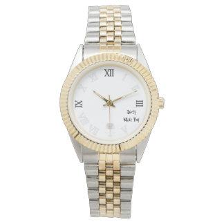 Jungen-Uhrweiß des Schädels schmutziges weißes Armbanduhr