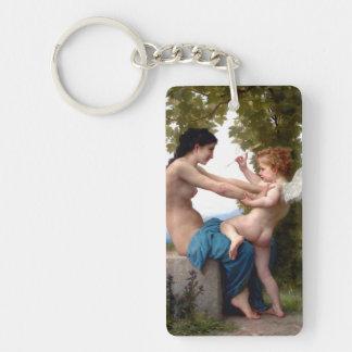 Junges Mädchen, das gegen Eros-Amor sich Schlüsselanhänger