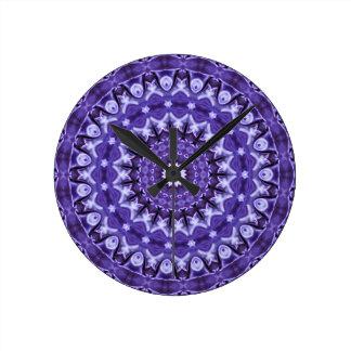 Kaleidoskop-lila Silk runde Uhr