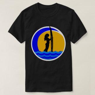 Kalifornien-Sonnenuntergang mit Surfer-Mädchen T-Shirt