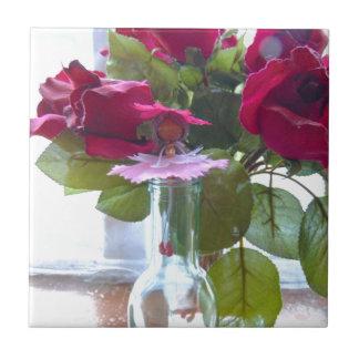 kam auf, um roses.jpg zu riechen kleine quadratische fliese