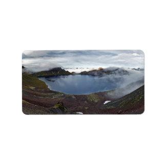 Kamchatka-Panoramaansicht von Kratersee des Adressetiketten