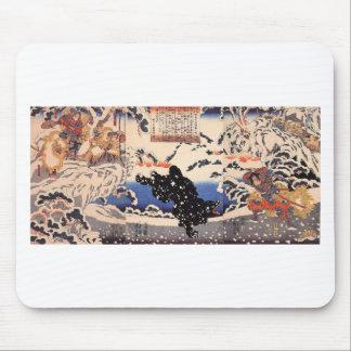 Kamei Rokuro und der schwarze Bär im Schnee Mousepad