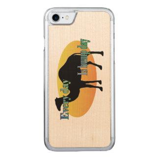 Kamel - jeder Tag ist Buckel-Tag Carved iPhone 8/7 Hülle