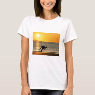 Kängurus zu dem der Sonne für T-Shirt