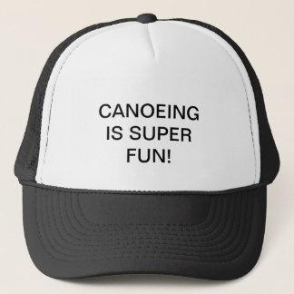 Kappe mit CANOEING IST SUPERspaß! auf ihm