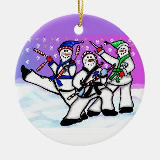 Karate-Schneemänner mit der Waffen-Verzierung rund Rundes Keramik Ornament