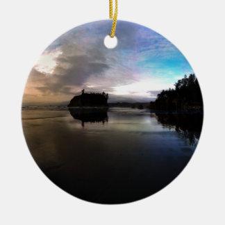 Karminrote Strand-Sonnenuntergang-Reflexion Keramik Ornament