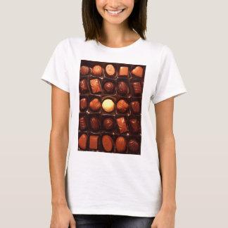 Kasten des Schokoladen-T - Shirt