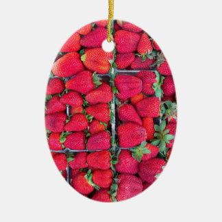 Kästen gefüllt mit roten Erdbeeren Ovales Keramik Ornament