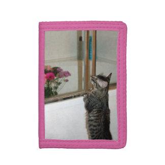 Kätzchen findet Blumen-dreifachgefaltete