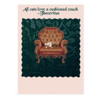 Katze auf einer Couchzitatpostkarte Postkarte