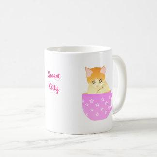 Katze in einer Schale Kaffeetasse
