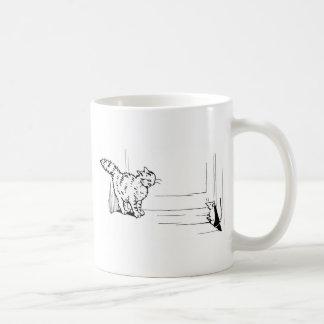 Katze pirscht Mäusegrafik an Kaffeetasse