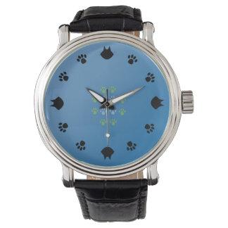Katzen in der blauen Uhr