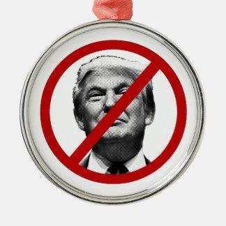 Kein Trumpfinternational-Zeichen Rundes Silberfarbenes Ornament