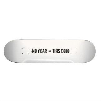 keine Furcht = diese Dojoplattform Skateboard Bretter