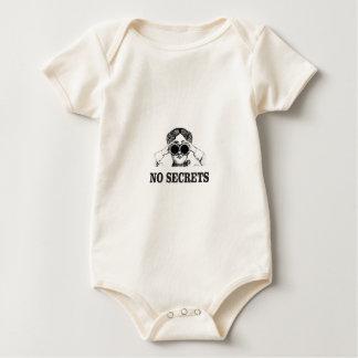 keine Geheimnisse ja Baby Strampler
