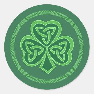 Keltisches Knoten-Kleeblatt Runder Aufkleber