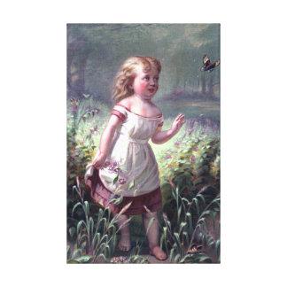 Kind, das eine Schmetterlings-Vintage Malerei jagt Galerie Gefaltete Leinwand
