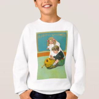 Kinder, die Kürbislaterne-Kürbis schnitzen Sweatshirt