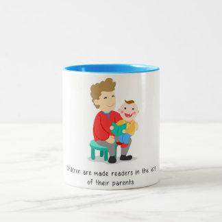 Kinder werden Leser gemacht Zweifarbige Tasse