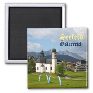 Kirche in Seefeld, Österreich-Textmagnet Quadratischer Magnet