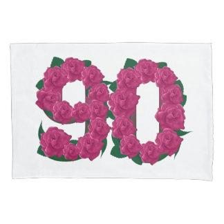 Kissenabdeckung mit 90 Rosen des Geburtstages 90. Kissenbezug