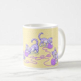 Kittipurra lila auf Käse Kaffeetasse
