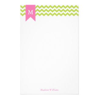 Kiwi-grünes Sparren-Muster und rosa Monogramm Briefpapier