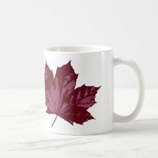 Klassische Tasse mit einem Ahorn-Blatt