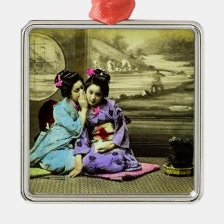 Klatschgeisha-Mädchen alten Vintagen Japaners Quadratisches Silberfarbenes Ornament