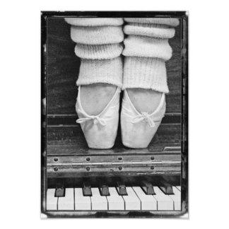 Klavier-Ballett-DuoSchwarzweiss-mittelgroßes Fotos