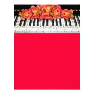Klavier-Tastatur-Rosen und Musiknoten