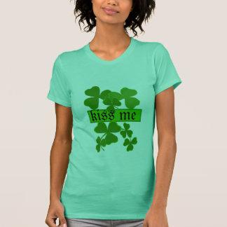 Kleeblatt küssen mich personalisiert T-Shirt