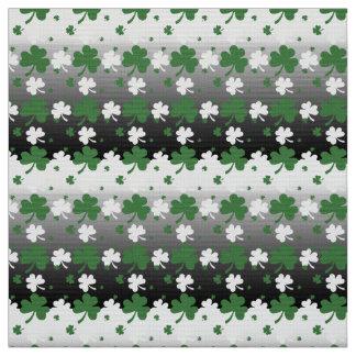 Kleeblätter, Grün und Weiß auf Gradated Feld Stoff