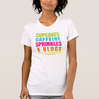 Kleine Kuchen, Koffein, besprüht und Blogs T-Shirt